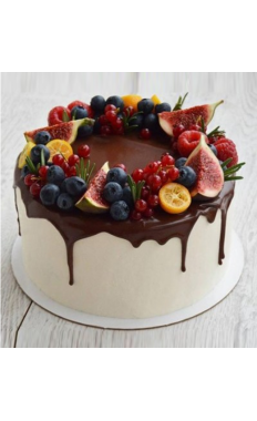 Tempting Layered Berry Cake