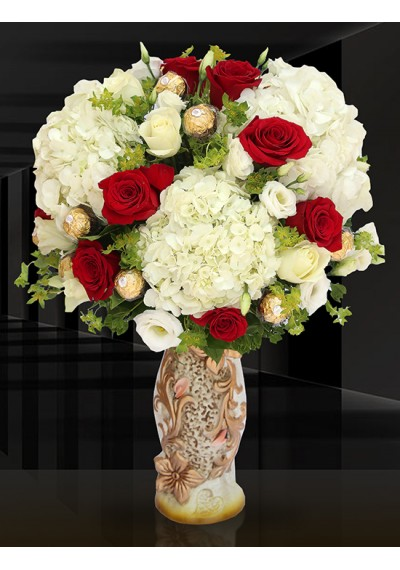 Elite Royal Ferrero Bouquet