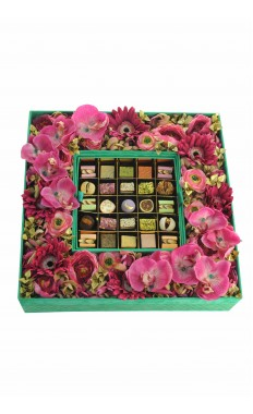 Square Velvet box with Flowers in Emerald  50 pieces of assorted Arabic Sweets