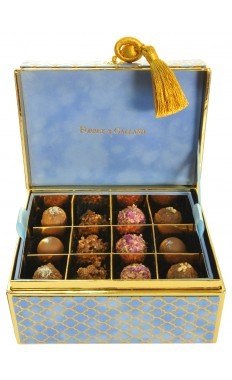 Chest Velvet box in Baltic 2 Layers: 24 pieces of assorted Arabic Sweets and assorted French chocolates