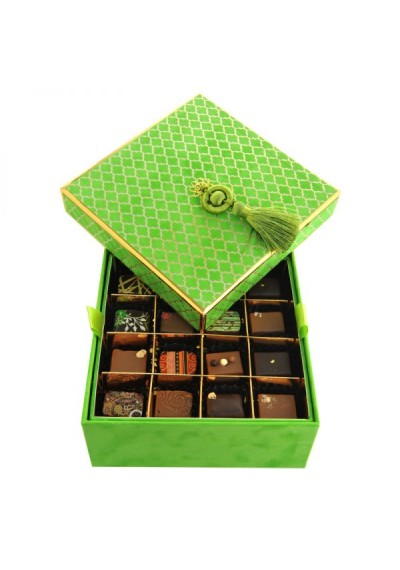 Velvet Box in Lime, 2 layers: 32 pieces of the Best Sellers assorted Chocolate