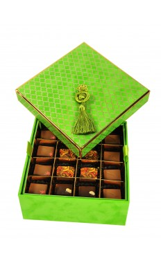 2 layers: 32 pieces of assorted Praline Chocolate in Lime Velvet Box