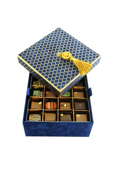 Navy Box 2 layers: 32 Premium Chocolate Pieces