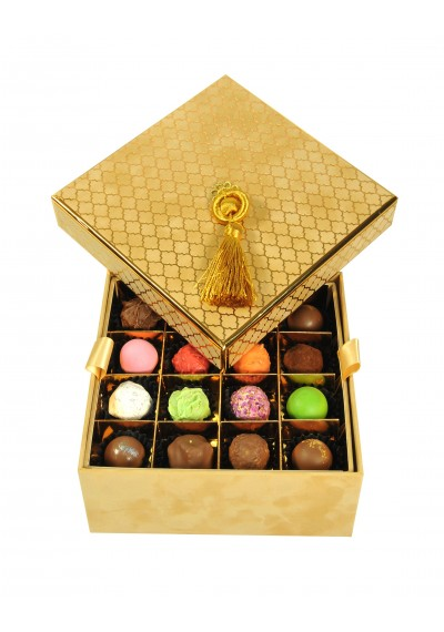 2 layers: 32 pieces of assorted Truflle Chocolate-Velvet Box Color: Paille